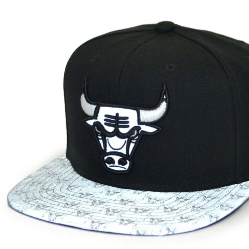 Mitchell & Ness Snapback Cap Primary Reflect Chicago Bulls black
