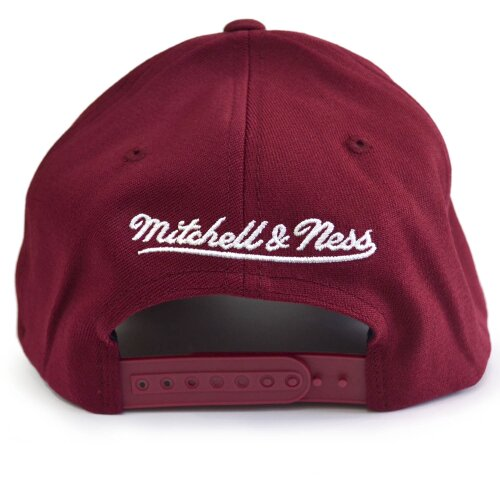 Mitchell & Ness NBA Black White Logo Snapback 110 Chicago Bulls burgundy