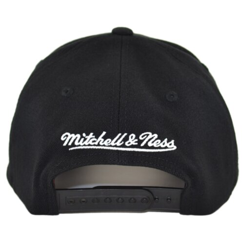 Mitchell & Ness Billboard Redline Snapback Cap Chicago Bulls black