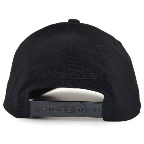 Mitchell & Ness Black Out Arch Snapback Cap Milwaukee Bucks